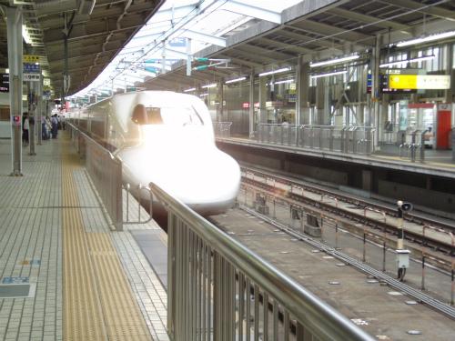 新大阪駅から新幹線に乗ります