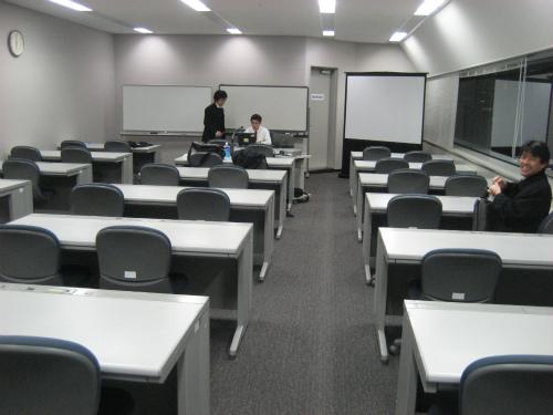 少しずつ、教室に学生の方が集まってきました