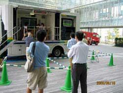 阪神淡路大震災記念「人と防災未来センター」で地震体験車