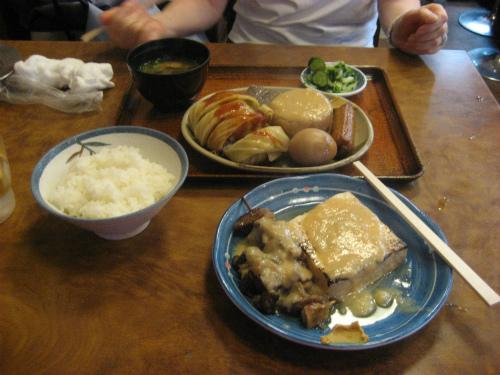 おでん定食をベースに、ロールキャベツとすじ肉を追加しました