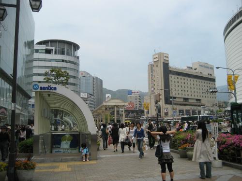 連休の神戸、三宮の街の様子