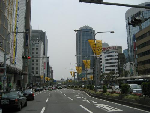 フラワーロードには、第37回神戸まつりの旗がありました