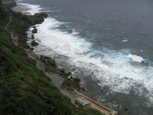 伊江島・湧出(わじぃ)海岸