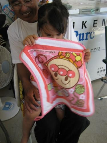 紅亜ちゃんにアンパンマンのお土産