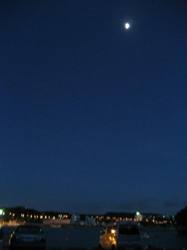 恩納村で見る月夜