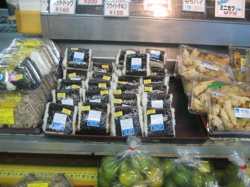 さすが沖縄!という野菜や果物がいっぱい