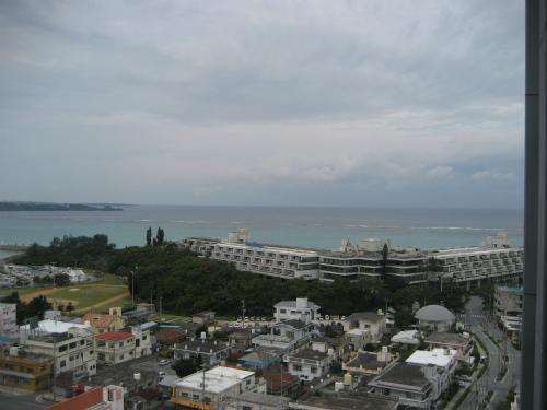 東シナ海の海は、どんよりとしたお天気です