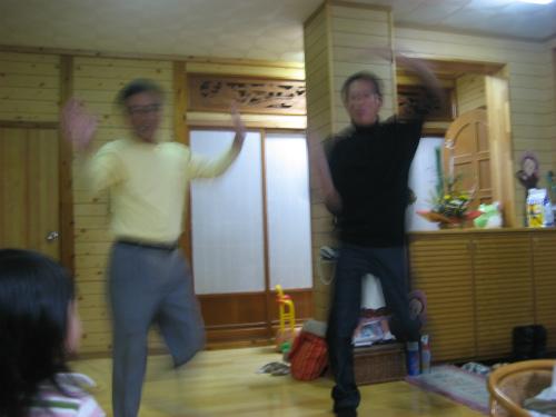 カチャーシーで踊る松葉博雄