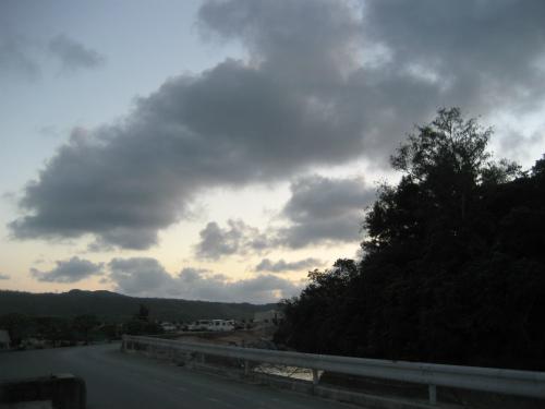 沖縄は6時ごろでも、まだ暗くなりません