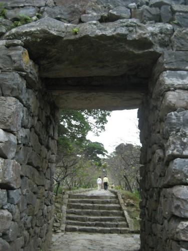 今帰仁城を歩いて周ります