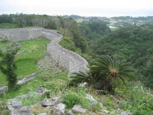 今帰仁城は、数百年掛けて、少しずつ外郭を広げてきました