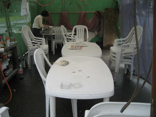 朝日会のテントには、誰もいませんでした