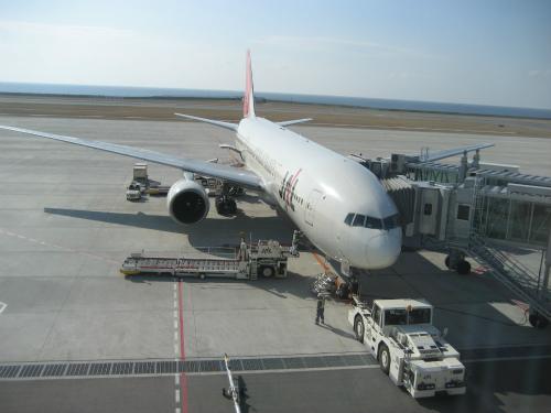 着陸した飛行機は、次の飛び立つ準備をします