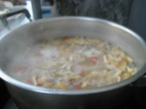 大きな鍋に、一杯の粕汁が出来上がりました