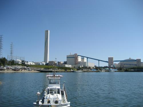 石川火力発電所の周りは、綺麗な海水を保っています