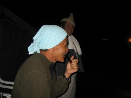 前日に冨着勝弘さんが、仕掛けた刺し網を引き上げに行きます