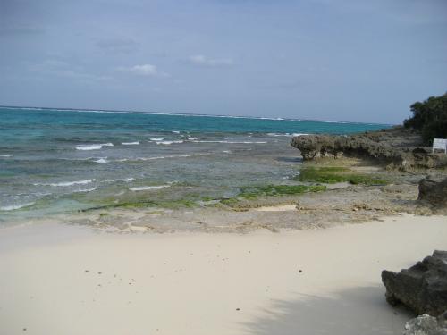 ビーチには、サラサラの砂があります