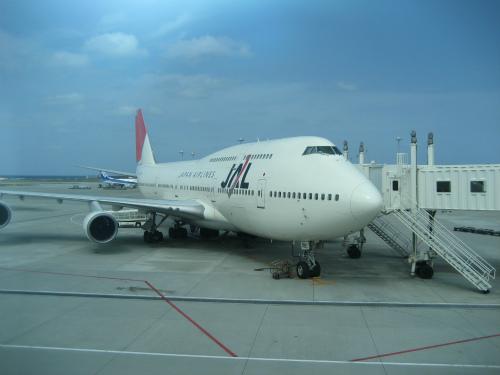那覇空港から、神戸空港に向かいます
