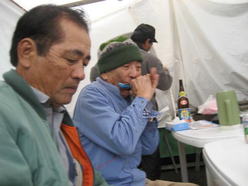 崎浜政秀さんは、ショックでがっかりしています