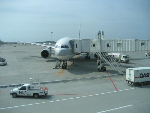那覇空港から、JAL便で神戸空港に帰ります