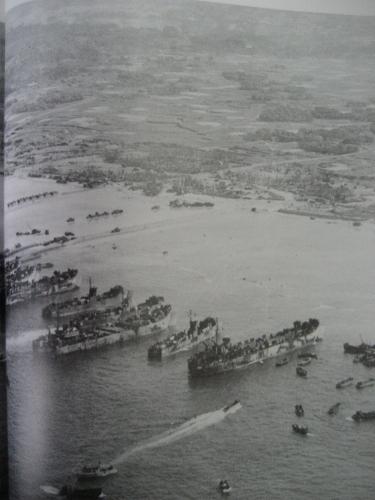 読谷の海に上陸しているところの写真です