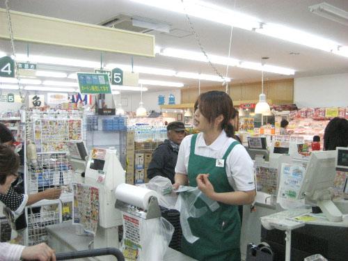 スーパーかねひでの読谷店で、食べ物や飲み物を買いました
