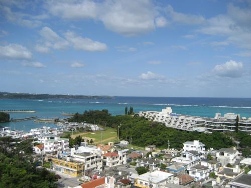 沖縄の前兼久ムーンビーチ