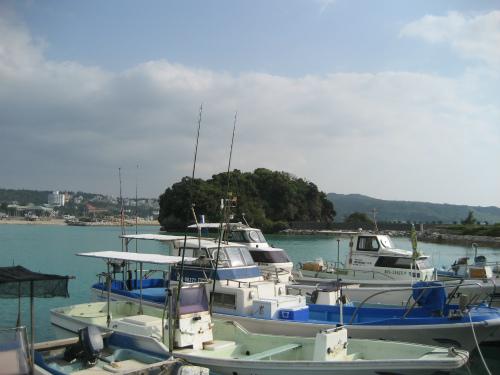 前兼久漁港に着いたのは、夕方です