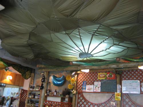 天井にはパラシュート