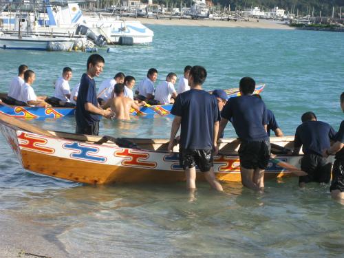 ハーリーの船を手で漕いでいくということは、大変に疲れる作業です