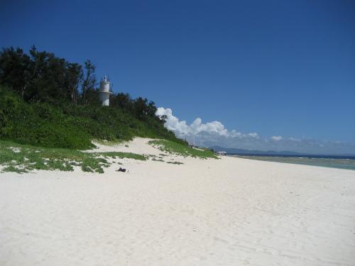 灯台の近くには、また別のビーチテントがありました