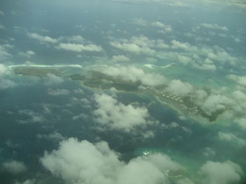 海中道路が繋がる勝連半島も見えました