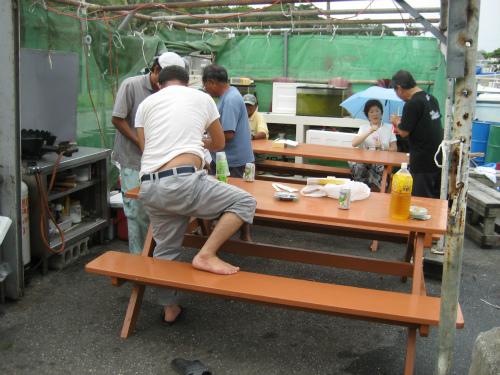朝日会のテントは、台風のために外しているので、非難します