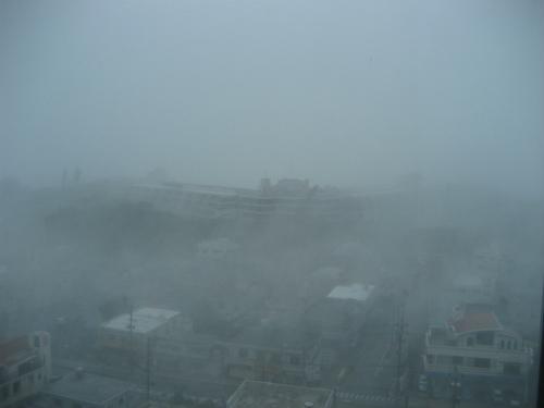 テレビをつけると、沖縄に接近する台風4号の状況が、どんどん飛び込んできます
