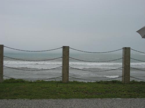 台風が大型だったために、台風一過というような晴天になっていません