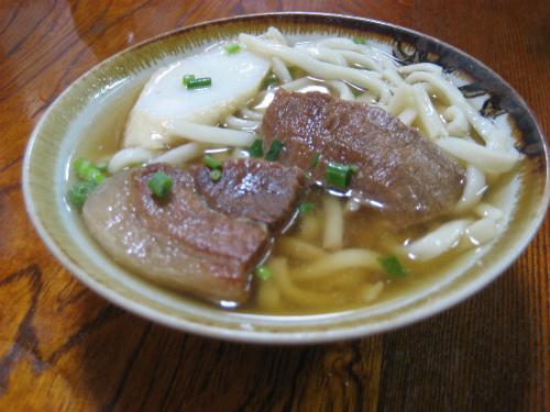 本部の「きしもと食堂」で沖縄ソバを食べました