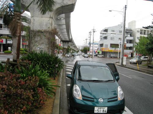 緊急停車をし、道路の端に寄せて、沖縄レンタカーに助けを求めました
