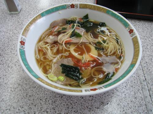 中城のサービスエリアで昼食