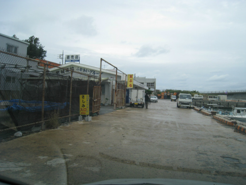 金武湾港屋慶名地区旅客待合所