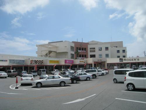沖縄市久保田にある、「PLAZA HOUSE(プラザハウス)」