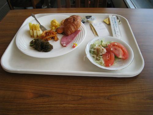 ホテルのレストランで朝食