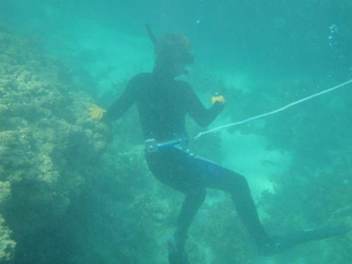 金武湾の宇堅ビーチでシュノーケリング