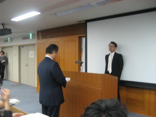 松葉博雄が、「誓いの言葉」を述べました