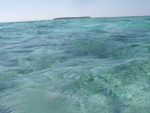 松葉博雄のいい写真撮りたいな:「クロワッサンに似た沖縄県水納島」