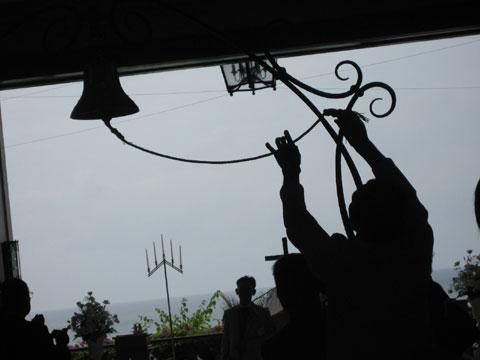 松葉博雄のいい写真撮りたいな:「バージンロードの幕開けの紐」