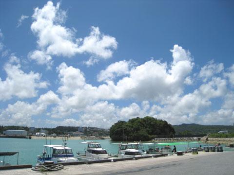 松葉博雄のいい写真撮りたいな:「熱帯性高気圧に覆われた前兼久漁港の小さな島」
