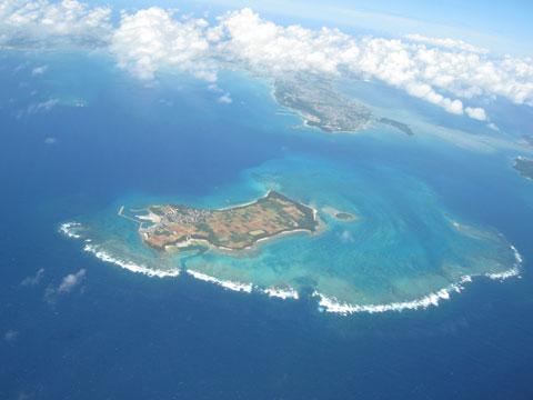 松葉博雄のいい写真撮りたいな:「緑の島の空には、水蒸気で出来た白い雲が発達中です」