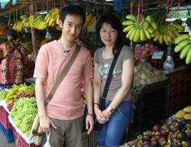色とりどりのフルーツがいっぱい並ぶお店で、フルーツを頂きました