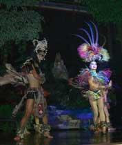 女性よりも女性らしいダンサーがショーをします