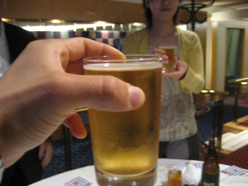 まずは、ビールで乾杯です